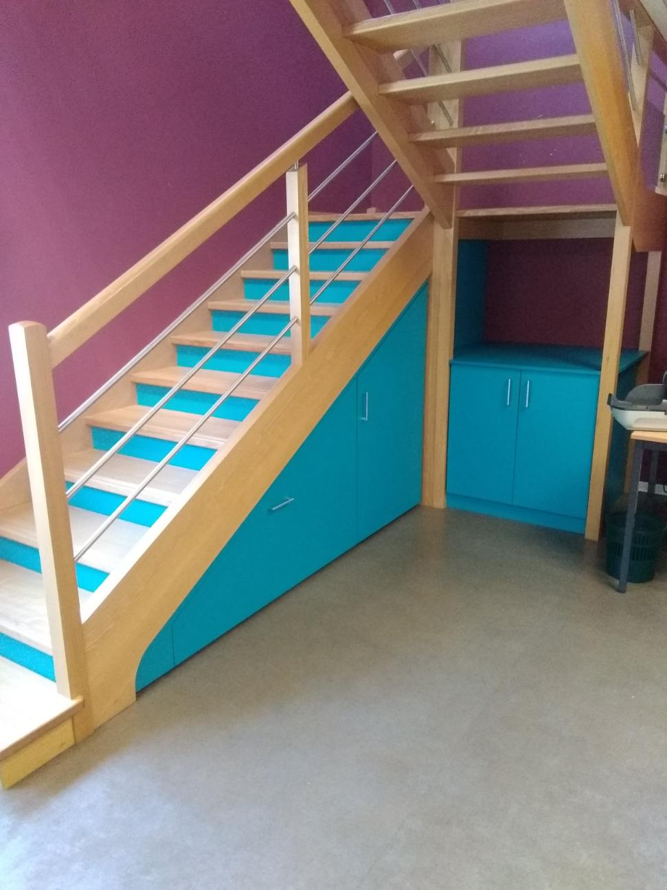 Fabrication et pose d'un aménagement sous escalier à la Roche sur Yon.