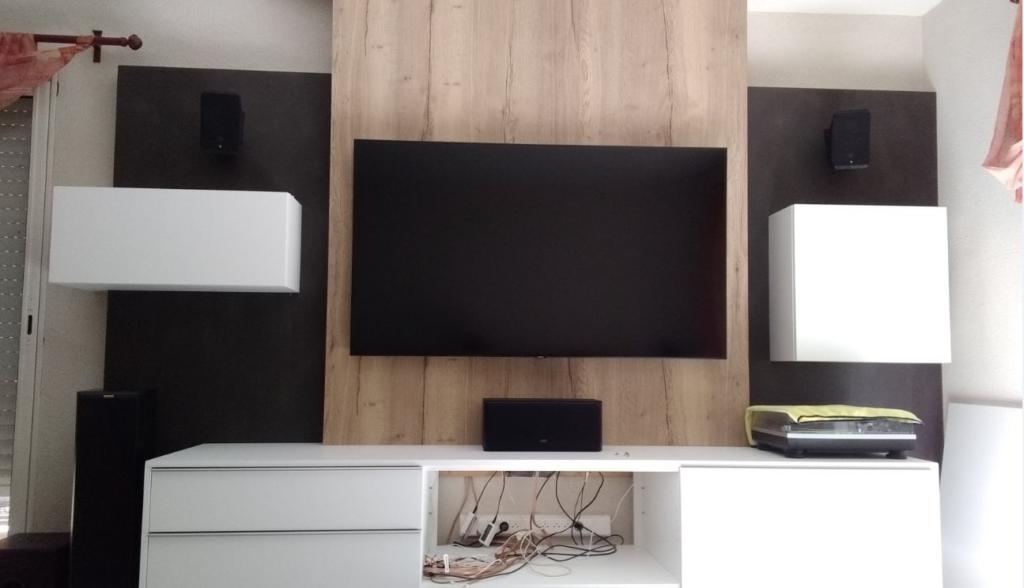 Meuble TV au design moderne réalisé à Rocheservière.