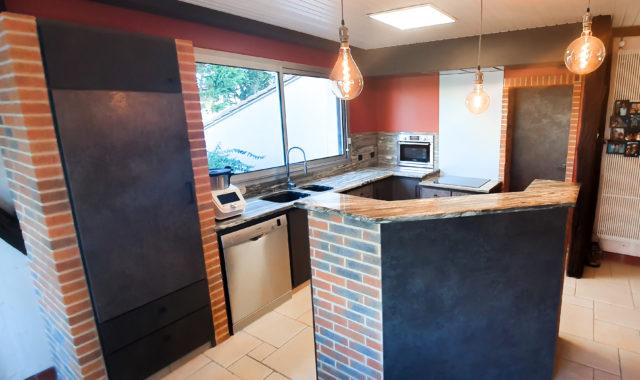 Réaménagement d'une cuisine moderne en brique